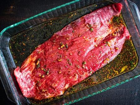 Марина (марината) за крехко свинско месо (пържоли, стекове) с балсамов оцет, зехтин, чесън и розмарин - снимка на рецептата